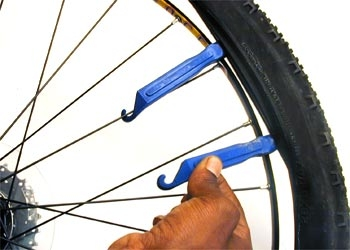 how to change a flat tyre on a road bike